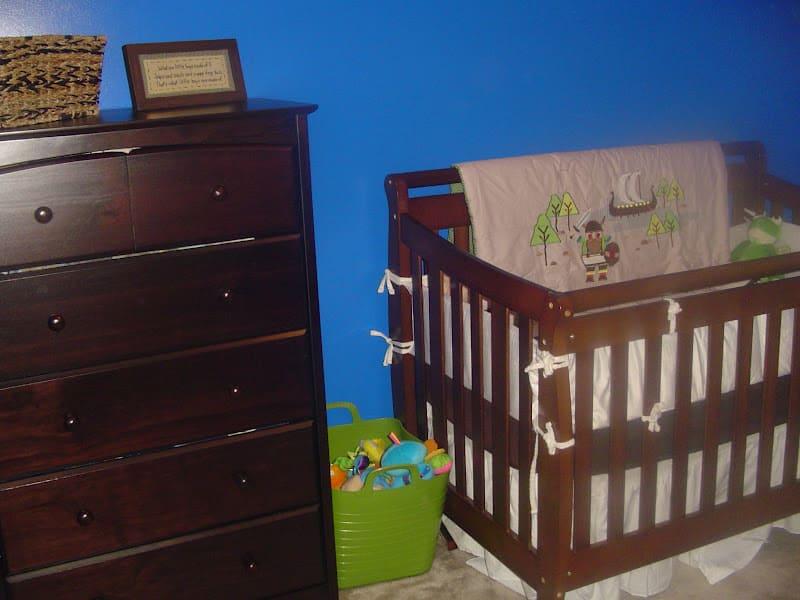 Stork Craft Dresser