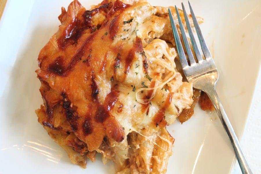 BUFFALO CHICKEN & PASTA BAKE {RECIPE} - Easy to make!