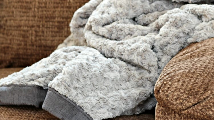 Find Out If You're the Winner of the XL Saranoni Luxary Blanket!