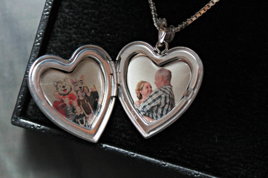 Pictures on Gold Review Custom Photo Locket