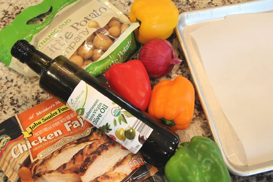 Easy, Healthy Chicken Fajita And Veggies Sheet Pan Meal {Recipe}