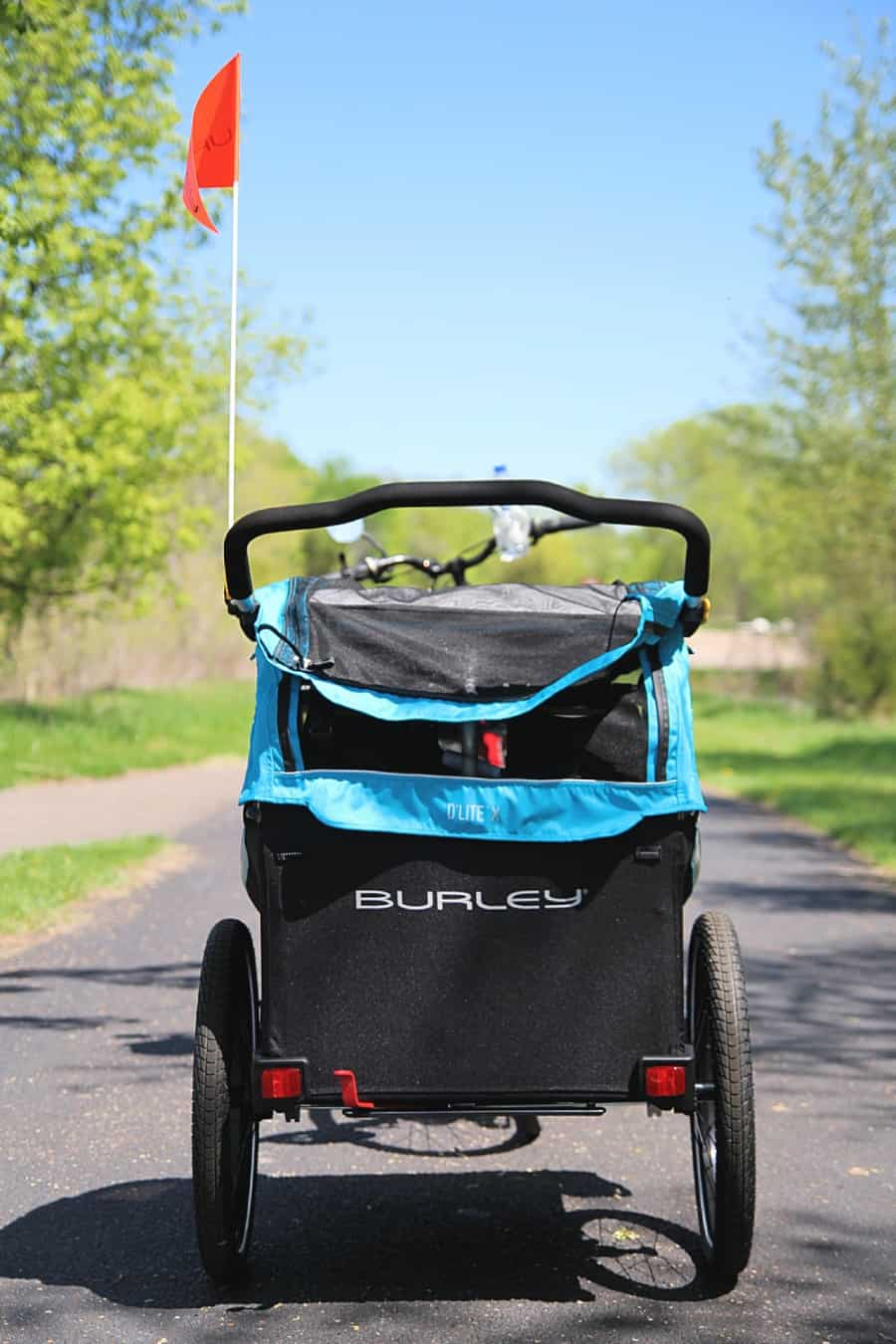 Burley D'Lite X Review {Making It Easy To Accomplish Family Bike Rides}