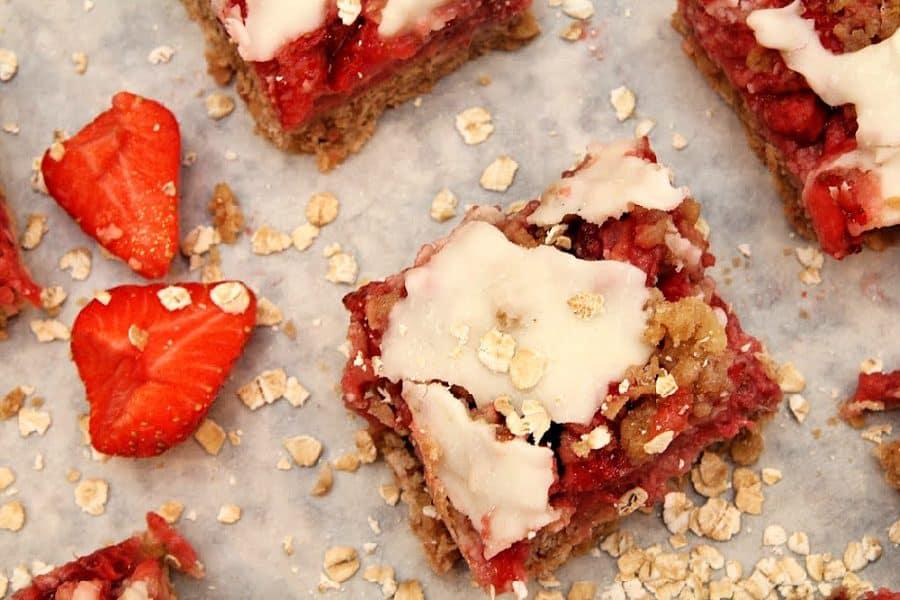 Healthy Oatmeal Strawberry Bars Recipe