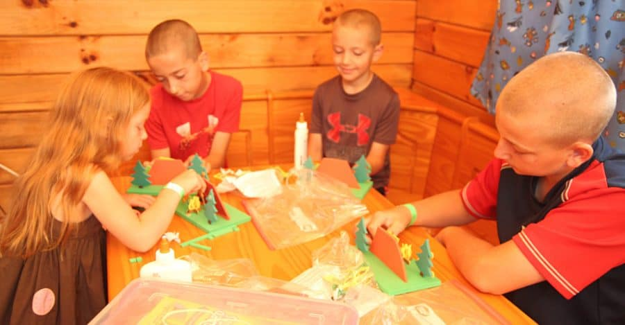 kids crafting - Jellystone - Top 10 Things To Do In Sioux Falls + The Best Place To Stay!