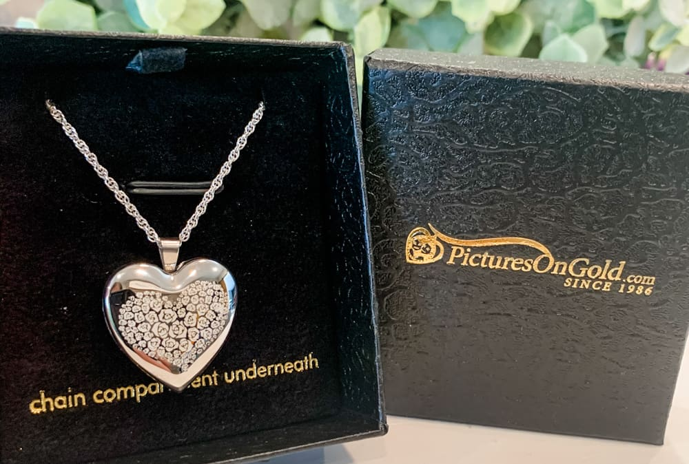 PicturesOnGold.com Custom Heart Shaped Locket Giveaway