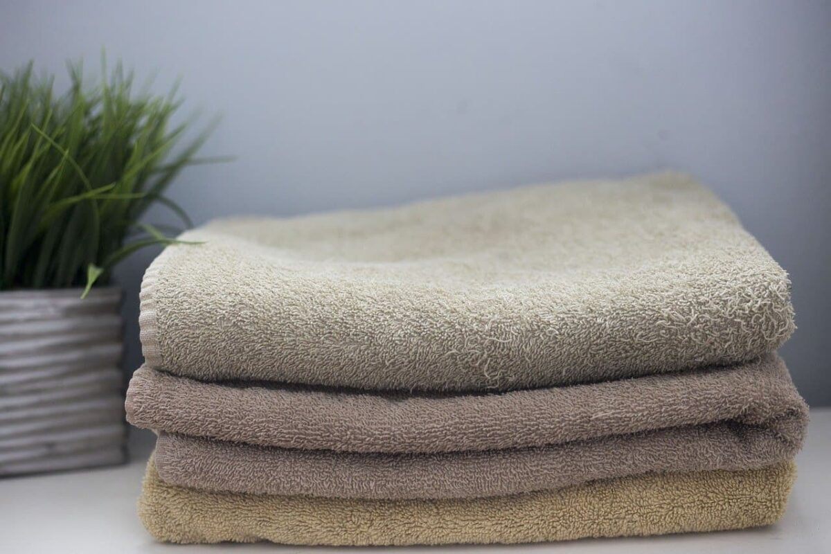 folded towels - Family Laundry Tips - Whirlpool's Improving Life at Home Hub