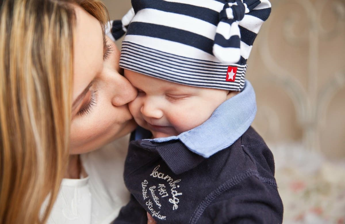 5 Thoughtful Gifts For A New Mom (This Mother's Day)